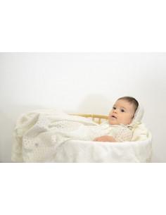 Faldón largo y capota para bebé Organza de Paz Rodríguez