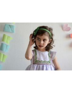 Vestido de niña en flores lavanda con corte en el pecho Foque