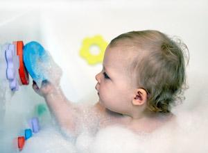 Juguetes para el baño de los bebés